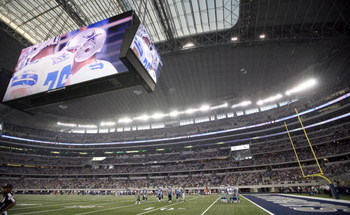 ARLINGTON, TX - AUGUST 21:  A general view of the Dallas Cowboys in the first quarter against the Tennessee Titans during a preseason game at Dallas Cowboys Stadium on August 21, 2009 in Arlington, Texas. (Photo by Tom Pennington/Getty Images)