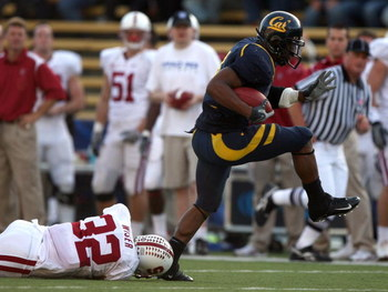 BERKELEY, CA - NOVEMBER 22:  Jahvid Best #4 of the California Golden Bears runs for a touchdown against Sean Wiser #32 of the Stanford Cardinal during an NCAA football game on November 22, 2008 at Memorial Stadium in Berkeley, California.  (Photo by Jed J