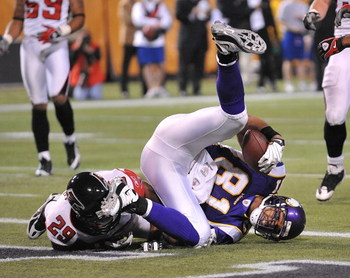 MINNEAPOLIS - DECEMBER 21:  Visanthe Shiancoe #81 of the Minnesota Vikings lands after making a touchdown catch during an NFL game against the Atlanta Falcons at the Hubert H. Humphrey Metrodome, on December 21, 2008 in Minneapolis, Minnesota.  (Photo by