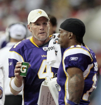 HOUSTON - AUGUST 31:  Quarterback Brett Favre #4 of the Minnesota Vikings talks with receiver Jaymar Johnson at Reliant Stadium on August 31, 2009 in Houston, Texas.  (Photo by Bob Levey/Getty Images)
