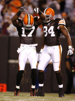 CLEVELAND - AUGUST 29:  Braylon Edwards #17 of the Cleveland Browns celebrates after scoring a touchdown with Robert Royal #84 against the Tennessee Titans at Cleveland Browns Stadium on August 29, 2009 in Cleveland, Ohio.  (Photo by Matt Sullivan/Getty I