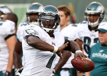 EAST RUTHERFORD, NJ - SEPTEMBER 3:  Quarterback Michael Vick #7 of the Philadelphia Eagles throws a pass during warm-up prior to the NFL preseason game against the New York Jets at Giants Stadium on September 3, 2009 in East Rutherford, New Jersey. (Photo