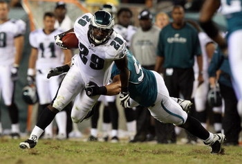 PHILADELPHIA - AUGUST 27:  LeSean McCoy #29 of the Philadelphia Eagles runs the ball past Tim Shaw #57 of the Jacksonville Jaguars on August 27, 2009 at Lincoln Financial Field in Philadelphia, Pennsylvania.  (Photo by Jim McIsaac/Getty Images)