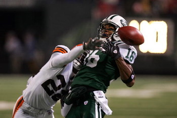 EAST RUTHERFORD, NJ - DECEMBER 09:  Brandon McDonald (L) #22 of the Cleveland Browns knocks the ball away from Brad Smith #16 of the New York Jets on December 9, 2007 at Giants Stadium in East Rutherford, New Jersey.  (Photo by Jim McIsaac/Getty Images)