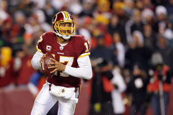 LANDOVER, MD - DECEMBER 21:  Quarterback Jason Campbell #17 of the Washington Redskins looks to pass the ball during the game of the Philadelphia Eagles on December 21, 2008 at FedEx Field in Landover, Maryland.  (Photo by Kevin C. Cox/Getty Images)