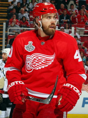 DETROIT - JUNE 12:  Henrik Zetterberg #40 of the Detroit Red Wings skates against the Pittsburgh Penguins during Game Seven of the 2009 NHL Stanley Cup Finals at Joe Louis Arena on June 12, 2009 in Detroit, Michigan.  (Photo by Jim McIsaac/Getty Images)
