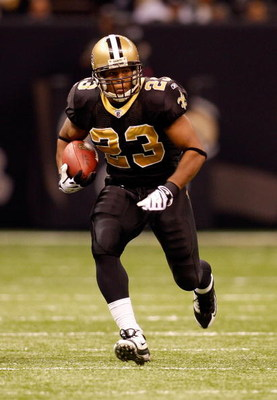 NEW ORLEANS - NOVEMBER 24:  Pierre Thomas #23 of the New Orleans Saints against the Green Bay Packers on November 24, 2009 at the Superdome in New Orleans, Louisiana.  (Photo by Chris Graythen/Getty Images)