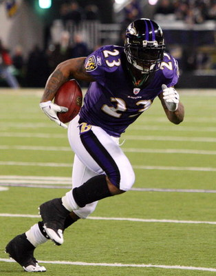 BALTIMORE - DECEMBER 14:  Willis McGahee #23 of the Baltimore Ravens runs the ball against the Pittsburgh Steelers on December 14, 2008 at M&T Bank Stadium in Baltimore, Maryland. The Steelers defeated the Ravens 13-9.  (Photo by Jim McIsaac/Getty Images)