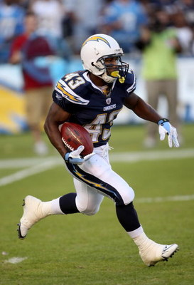 SAN DIEGO - NOVEMBER 30:  Running back Darren Sproles #43 of the San Diego Chargers returns a kick against the Atlanta Falcons on November 30, 2008 at Qualcomm Stadium in San Diego, California.  The Falcons won 22-16.  (Photo by Stephen Dunn/Getty Images)