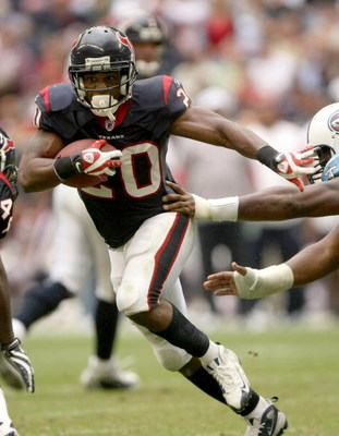 HOUSTON - DECEMBER 14: Running back Steve Slaton #20 of the Houston Texans carries the ball against the Tennessee Titans on December 14, 2008 at Reliant Stadium in Houston, Texas.  The Texans won 13-12.  (Photo by Stephen Dunn/Getty Images)