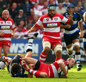GLOUCESTER, ENGLAND - SEPTEMBER 06:  James Simpson-Daniel of Gloucester runs into a tackle during the Guinness Premiership game between Gloucester and Bath on September 6, 2009 in Gloucester, England.  (Photo by John Gichigi/Getty Images)