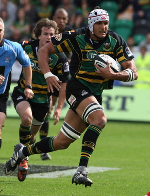 NORTHAMPTON, ENGLAND - SEPTEMBER 06:  Juandre Kruger of Northampton charges upfield during the Guinness Premiership match between Northampton Saints and Worcester Warriors at Franklin's Gardens on September 6, 2009 in Northampton, England.  (Photo by Davi