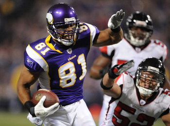 MINNEAPOLIS - DECEMBER 21:  Visanthe Shiancoe #81 of the Minnesota Vikings carries the ball during an NFL game against the Atlanta Falcons at the Hubert H. Humphrey Metrodome, on December 21, 2008 in Minneapolis, Minnesota.  (Photo by Tom Dahlin/Getty Ima
