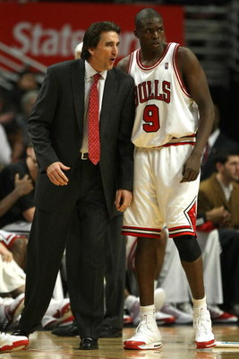 CHICAGO - DECEMBER 02:  Head coach Vinny Del Negro of the Chicago Bulls talks with Luol Deng #9 against the Philadelphia 76ers at the United Center on December 2, 2008 in Chicago, Illinois.  NOTE TO USER: User expressly acknowledges and agrees that, by do
