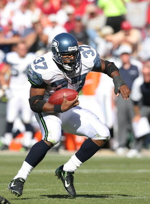 SAN FRANCISCO - SEPTEMBER 30:  Running back Shaun Alexander #37 of the Seattle Seahawks searches for a seam during a game against the San Francisco 49ers at Monster Park September 30, 2007 in San Francisco, California.  (Photo by Greg Trott/Getty Images)