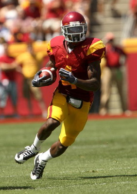 LOS ANGELES - SEPTEMBER 5: Running back Joe McKnight #4 of  the USC Trojans carries the ball against the San Jose State Spartans on September 5, 2009 at the Los Angeles Coliseum in Los Angeles, California.   (Photo by Stephen Dunn/Getty Images)