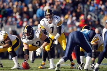 NASHVILLE, TN - DECEMBER 21:  Quarterback Ben Roethlisberger #7 of the Pittsburgh Steelers calls the play at the line of scrimmage during the game against the Tennessee Titans on December 21, 2008 at LP Field in Nashville, Tennessee. (Photo by: Streeter L