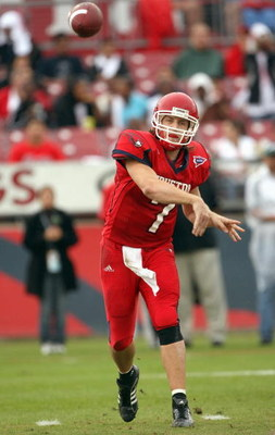 HOUSTON - NOVEMBER 17: Case Keenum #7 of the Houston Cougars passes the ball during the game against the Marshall Thundering Herd at Robertson Stadium November 17, 2007 in Houston, Texas. Houston won 35-28. (Photo by Stephen Dunn/Getty Images) 