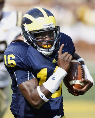 ANN ARBOR, MI - SEPTEMBER 05:  Denard Robinson #16 of the Michigan Wolverines runs for a first quarter touchdown while playing the Western Michigan Broncos on September 5, 2009 at Michigan Stadium in Ann Arbor, Michigan.  (Photo by Gregory Shamus/Getty Im