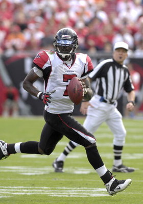 Atlanta Falcons quarterback Michael Vick during a game between the Atlanta Falcons and Tampa Bay Buccaneers at Raymond James Stadium on December 10, 2006 in Tampa, Florida. The Falcons won 17 - 6.  (Photo by Al Messerschmidt/Getty Images)