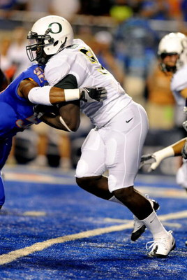 BOISE, ID - SEPTEMBER 3:  LaGarrette Blount #9 of the Oregon Ducks struggles for some yardage in the first quarter of the game against the Boise State Broncos on September 3, 2009 at Bronco Stadium in Boise, Idaho. Blount was held to minus 5 yards on 8 ca