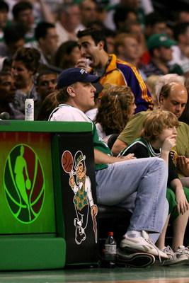 BOSTON - JUNE 08:  Boston Red Sox pitcher Curt Schilling sits courtside at Game Two of the 2008 NBA Finals between the Los Angeles Lakers and the Boston Celtics on June 8, 2008 at TD Banknorth Garden in Boston, Massachusetts. NOTE TO USER: User expressly