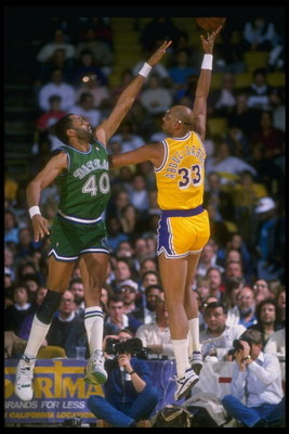 1988-1989:  Center Kareem Abdul-Jabbar of the Los Angeles Lakers shoots over an opponent during a game. Mandatory Credit: Stephen Dunn  /Allsport