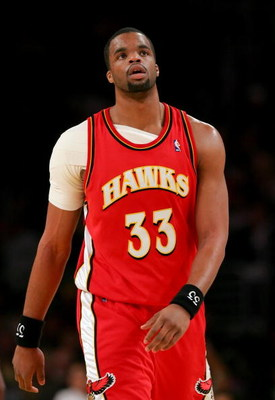 LOS ANGELES - DECEMBER 8:   Sheldon Williams #33 of the Atlanta Hawks walks upcourt during the game against the Los Angeles Lakers on December 8, 2006 at Staples Center in Los Angeles, California. NOTE TO USER: User expressly acknowledges and agrees that,