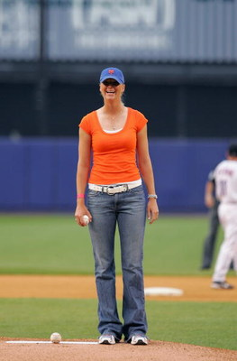 FLUSHING, NY - MAY 18:  LPGA golfer Catherine Cartwright gets ready to throw out the ceremonial first pitch before the game between the St. Louis Cardinals and the New York Mets on May 18, 2004, at Shea Stadium in Flushing, New York.  The Mets won 5-4.  (