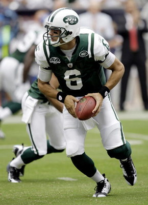 HOUSTON - SEPTEMBER 13:  Quarterback Mark Sanchez #6 of the New York Jets looks to hand off to a running back at Reliant Stadium on September 13, 2009 in Houston, Texas.  (Photo by Bob Levey/Getty Images)