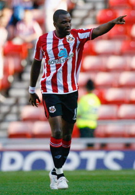 SUNDERLAND, ENGLAND - SEPTEMBER 12:  Darren Bent of Sunderland celebrates after scoring during the Barclays Premier League match between Sunderland and Hull City at the Stadium of Light on September 12, 2009 in Sunderland, England.  (Photo by Jeff J Mitch