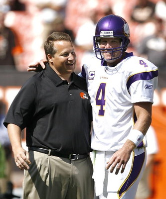 CLEVELAND - SEPTEMBER 13:  Brett Farve #4 of the Minnesota Vikings hugs Eric Mangini head coach of the Cleveland Browns prior to their game against the Cleveland Browns at Cleveland Browns Stadium on September 13, 2009 in Cleveland, Ohio.  (Photo by Matt