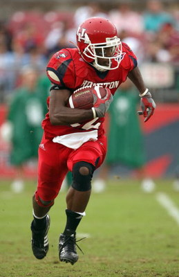 HOUSTON - NOVEMBER 17: Anthony Alridge#22 of the Houston Cougars carries the ball during the game against the Marshall Thundering Herd at Robertson Stadium November 17, 2007 in Houston, Texas. Houston won 35-28. (Photo by Stephen Dunn/Getty Images)