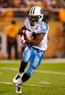PITTSBURGH - SEPTEMBER 10:  Chris Johnson #28 of the Tennessee Titans runs the ball against the Pittsburgh Steelers during the game at Heinz Field on September 10, 2009 in Pittsburgh, Pennsylvania. (Photo by Scott Boehm/Getty Images)