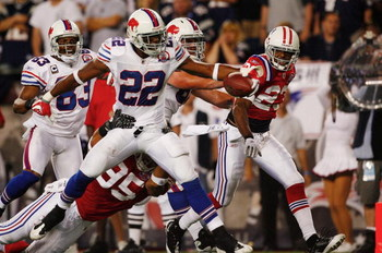 FOXBORO, MA - SEPTEMBER 14:  Fred Jackson #22 of the Buffalo Bills scores a touchdown during the fourth quarter of the game against the New England Patriots on September 14, 2009 at Gillette Stadium in Foxboro, Massachusetts. (Photo by Jim Rogash/Getty Im