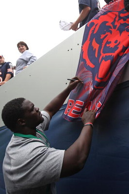 CHICAGO - AUGUST 22: Tommie Harris #91 of the Chicago Bears signs an autograph before a pre-season game against the New York Giants on August 22, 2009 at Soldier Field in Chicago, Illinois. The Bears defeated the Giants 17-3. (Photo by Jonathan Daniel/Get
