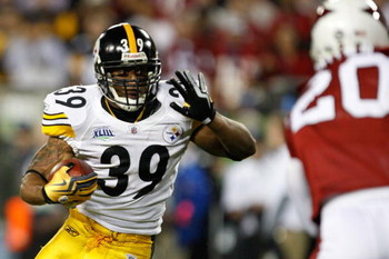 TAMPA, FL - FEBRUARY 01:  Running back Willie Parker #39 of the Pittsburgh Steelers runs the ball against the Arizona Cardinals during Super Bowl XLIII on February 1, 2009 at Raymond James Stadium in Tampa, Florida.  (Photo by Streeter Lecka/Getty Images)