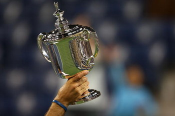 NEW YORK - SEPTEMBER 14:  Juan Martin Del Potro of Argentina holds the championship trophy after defeating Roger Federer of Switzerland in the Men's Singles final on day fifteen of the 2009 U.S. Open at the USTA Billie Jean King National Tennis Center on
