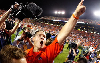 AUBURN, AL - SEPTEMBER 19:  Head coach Gene Chizik of the Auburn Tigers celebrates their 41-30 win over the West Virginia Mountaineers at Jordan-Hare Stadium on September 19, 2009 in Auburn, Alabama.  (Photo by Kevin C. Cox/Getty Images)