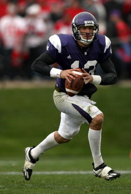 EVANSTON, IL - NOVEMBER 08:  Quarterback Mike Kafka #13 of the Northwestern Wildcats runs against of the Ohio State Buckeyes at Ryan Stadium on November 8, 2008 in Evanston, Illinois  (Photo by Jonathan Ferrey/Getty Images)