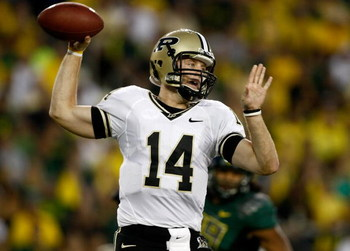 EUGENE, OR - SEPTEMBER 12:  Quarterback Joey Elliott #14 of the Purdue Boilermakers  throws the ball against the Oregon Ducks at Autzen Stadium on September 12, 2009 in Eugene, Oregon.  (Photo by Jonathan Ferrey/Getty Images)