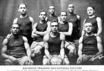 Edwin Henderson holds the ball in this 1910 YMCA team photo (from Hoopedia)