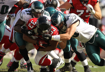 PHILADELPHIA - OCTOBER 17: Stewart Bradley #55  of the Philadelphia Eagles tackles Michael Turner #33 of the Atlanta Falcons during their game at Lincoln Financial Field on October 17, 2010 in Philadelphia, Pennsylvania.  (Photo by Al Bello/Getty Images)