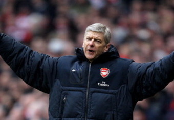 LONDON, ENGLAND - MARCH 05:  Manager Arsene Wenger shows his frustration during the Barclays Premier League match between Arsenal and Sunderland at Emirates Stadium on March 5, 2011 in London, England.  (Photo by Paul Gilham/Getty Images)