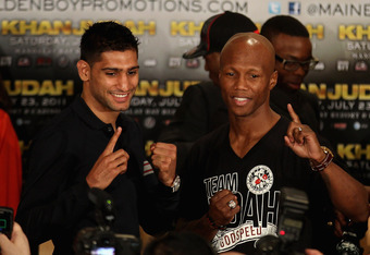 LAS VEGAS, NV - JULY 21:  Amir Khan (L) and Zab Judah during a press conference at the Mandalay Bay Resort to preview their Super Lightweight World Campionship Unification match on July 21, 2011 in Las Vegas, Nevada.  (Photo by Scott Heavey/Getty Images)