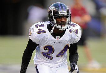 BALTIMORE, MD - AUGUST 13:  Domonique Foxworth #24 of the Baltimore Ravens during warm ups of a NFL preseason football game against the Washington Redskins on August 13, 2009 at M & T Bank Stadium in Baltimore, Maryland.   (Photo by Mitchell Layton/Getty