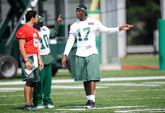FLORHAM PARK, NJ - AUGUST 07:  Plaxico Burress #17 of the New York Jets talks with Mark Sanchez #6 and Santonio Holmes #10 at NY Jets Practice Facility on August 7, 2011 in Florham Park, New Jersey.  (Photo by Patrick McDermott/Getty Images)