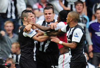 NEWCASTLE UPON TYNE, ENGLAND - AUGUST 13:  Gervinho of Arsenal confronts Joey Barton (L) of Newcastle shortly before being shown the red card by referee Peter Walton during the Barclays Premier League match between Newcastle United and Arsenal at St James