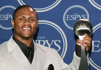 Prothro wins the 06 ESPYS best play award