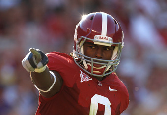 TUSCALOOSA, AL - NOVEMBER 07:  Julio Jones #8 of the Alabama Crimson Tide checks his spot on the offensive line against the Louisiana State University Tigers at Bryant-Denny Stadium on November 7, 2009 in Tuscaloosa, Alabama.  (Photo by Kevin C. Cox/Getty
